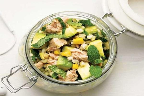 avokadolu ve buğdaylı salata tarifi