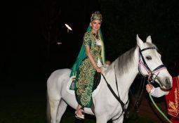 ipek tanrıyar kına gecesine atla geldi