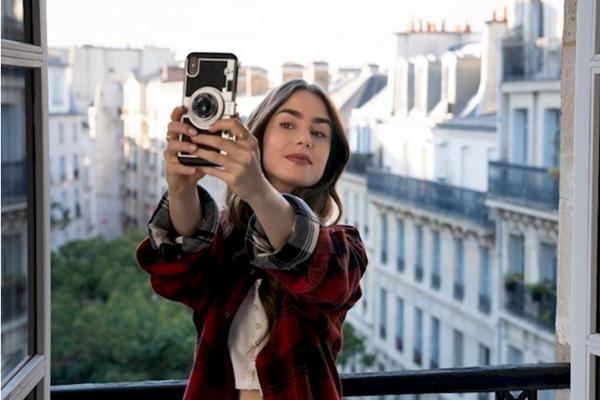 emily paris telefon kılıfı kamera
