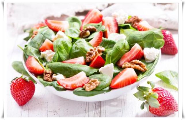 çilekli kinoa salatası nasıl yapılır